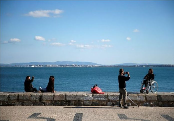 Portugal govt expands COVID-19 curfew, weekend lockdown to more areas
